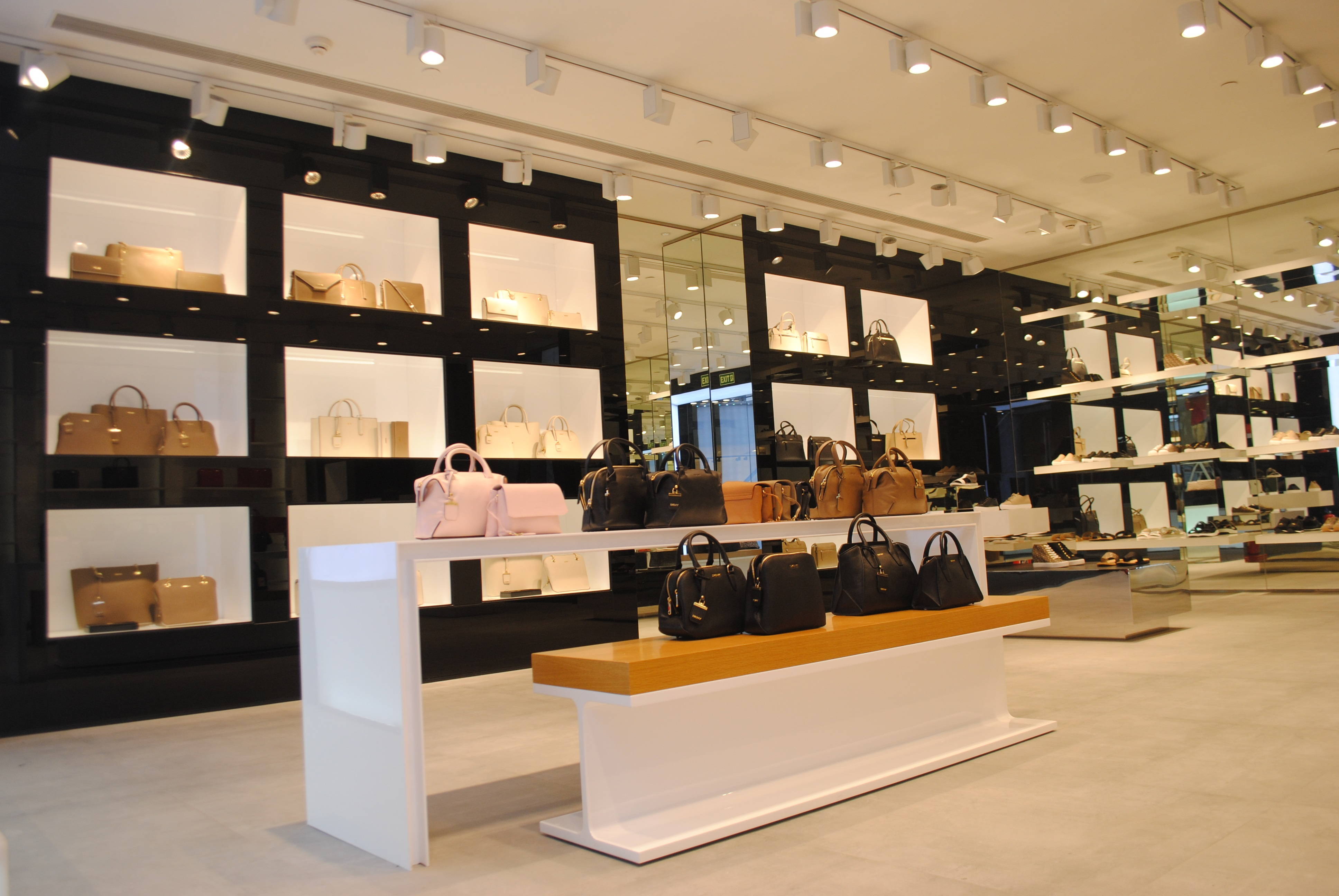 dkny continues expansion opens ninth store at mall of. Black Bedroom Furniture Sets. Home Design Ideas